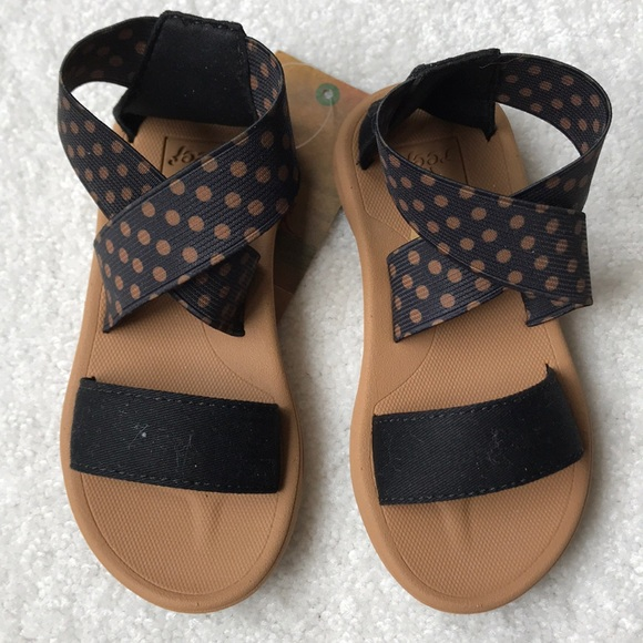387c90243ec0 NWT-Reef sandals Little girls size  us kids 5 6